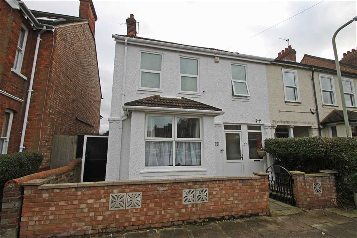 4 Bedrooms Semi Detached House for sale in Campbell Road, Bedford