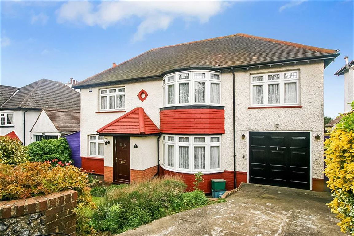 4 Bedrooms Detached House for sale in Howard Road, West Coulsdon, Surrey