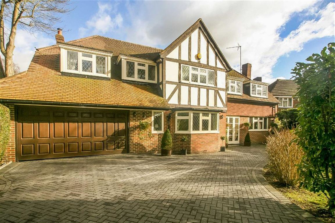 4 Bedrooms Detached House for sale in Smitham Bottom Lane, West Purley