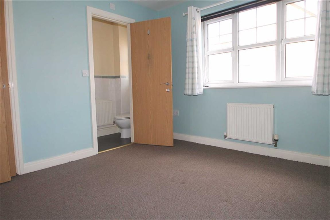 3 Bedroom Townhouse House For Sale - Image 5