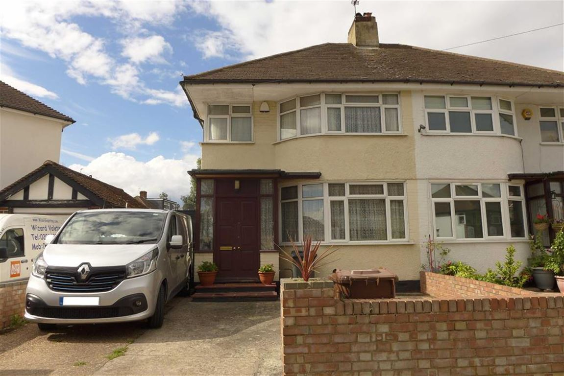 3 Bedrooms Semi Detached House for sale in Hermitage Way, Stanmore, Middlesex
