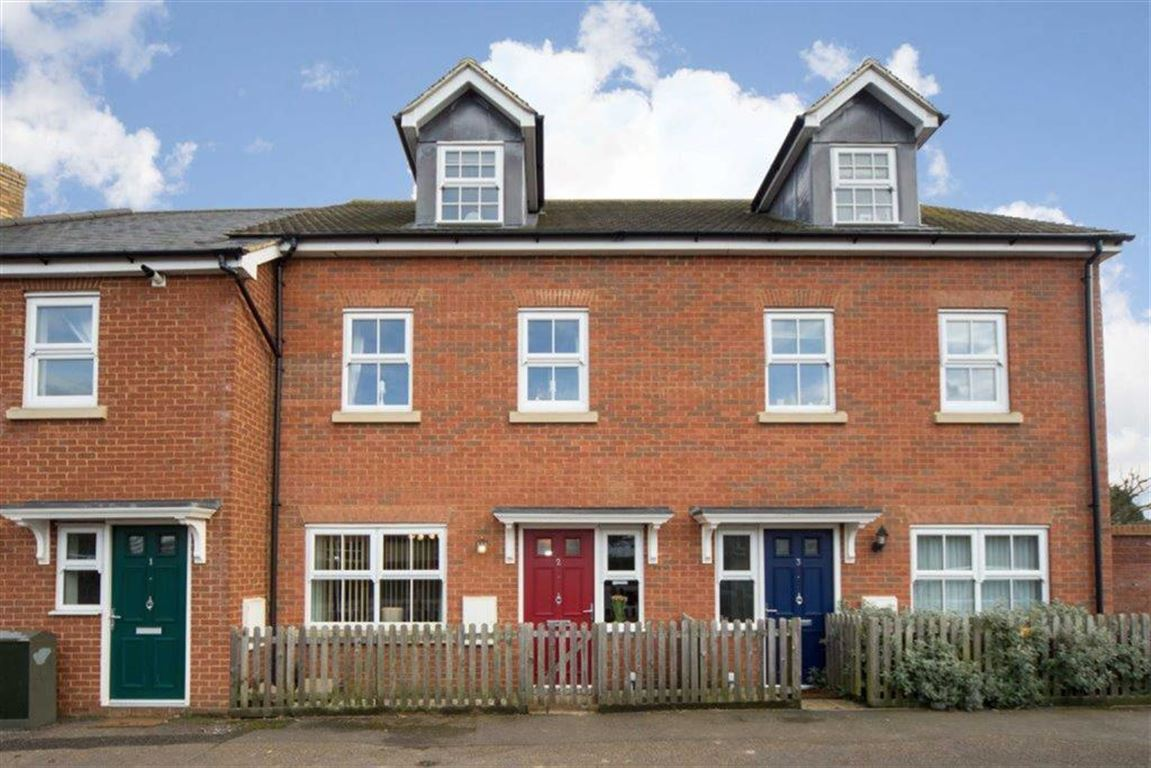 4 Bedrooms Property for sale in Tattlers Knoll, Mander Close, Toddington