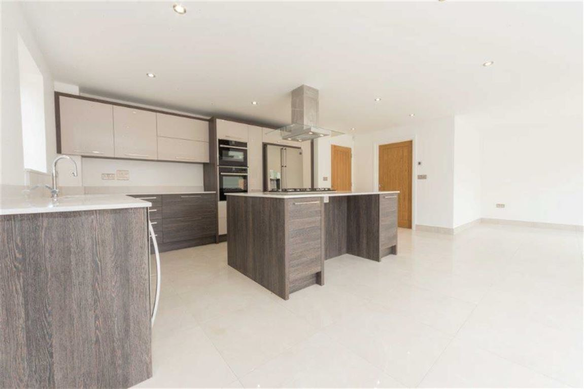 5 Bedrooms Property for sale in Church Road, Westoning