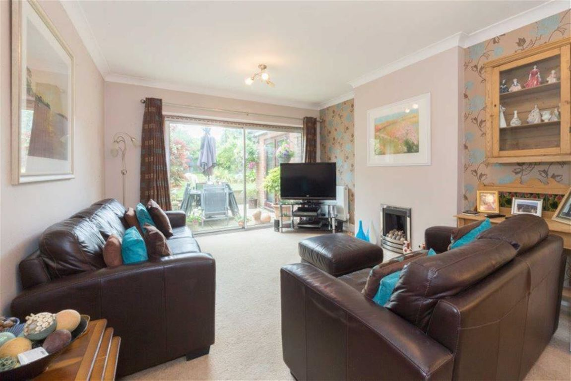 4 Bedrooms Semi Detached House for sale in Chalton Heights, Chalton