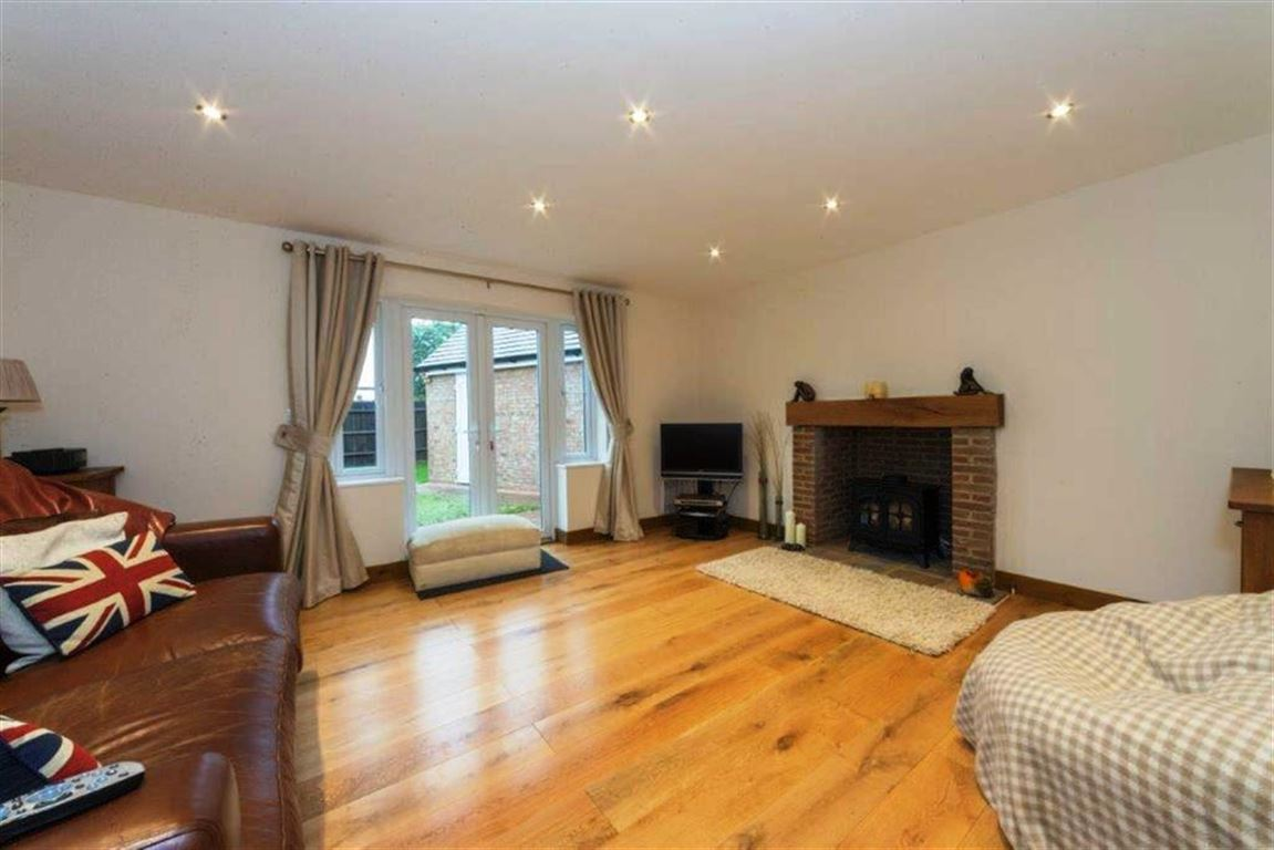 4 Bedrooms Detached House for sale in Barton Road, Harlington