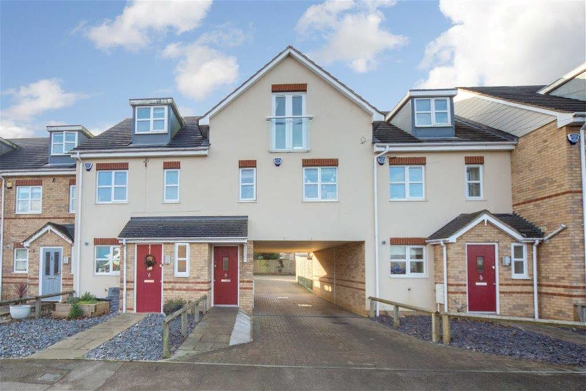 2 Bedrooms Flat for sale in Luton Road, Toddington