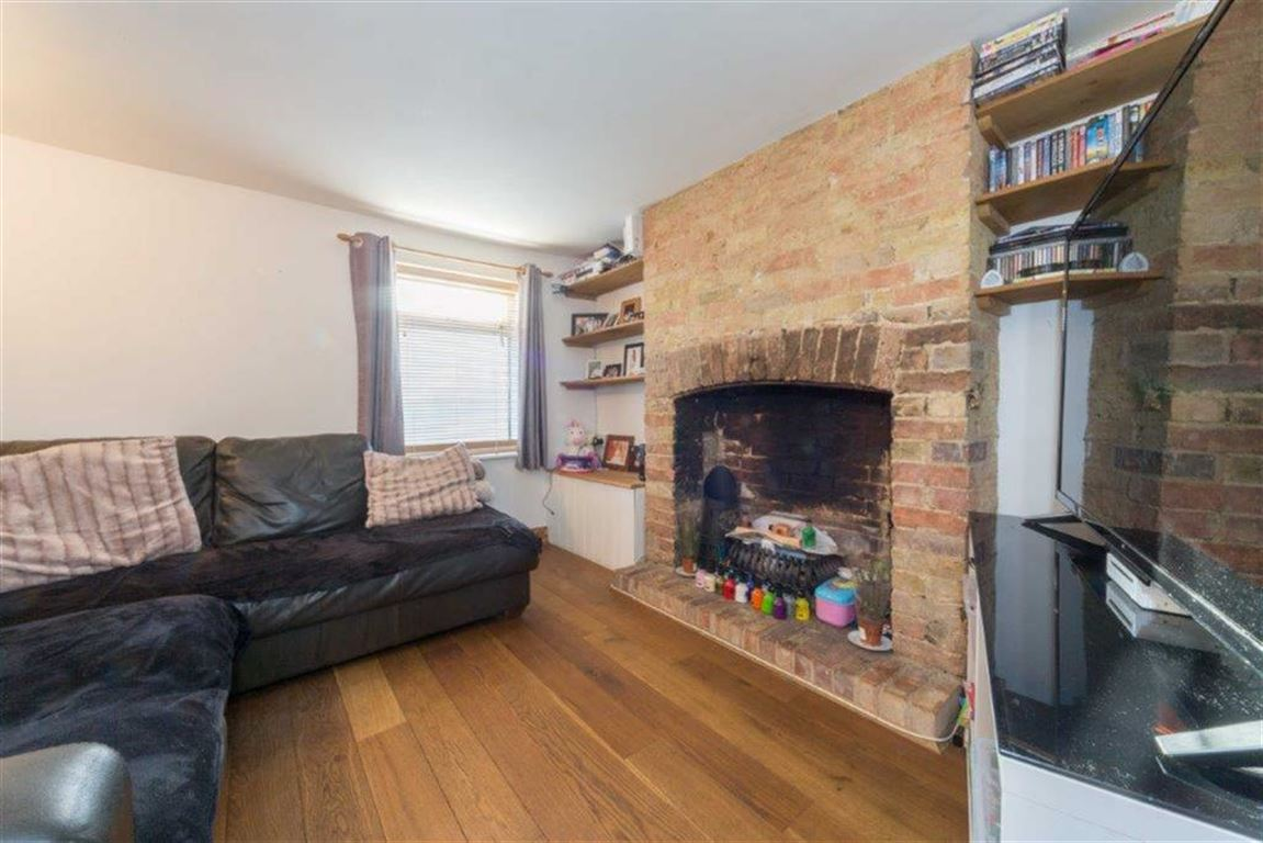 2 Bedrooms End Of Terrace House for sale in Station Road, Toddington