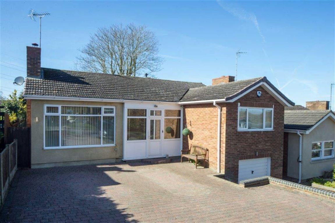 2 Bedrooms Detached Bungalow for sale in Chalton Heights, Chalton