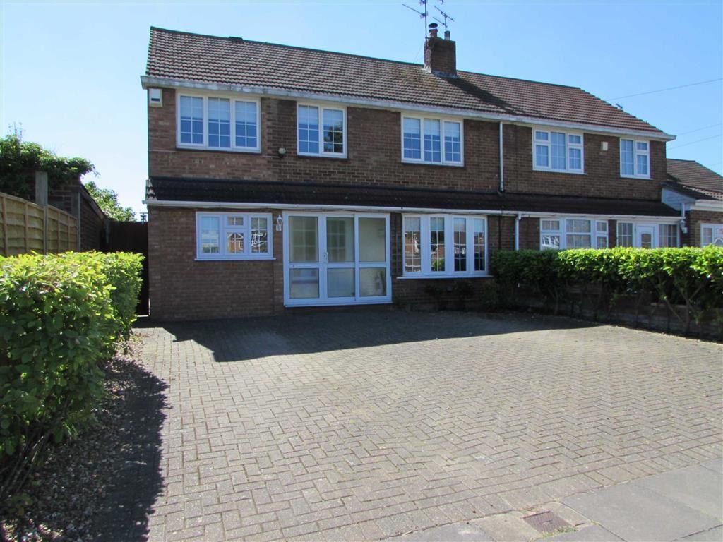 4 Bedrooms Property for sale in Hadrian Avenue, Dunstable, Bedfordshire, LU5