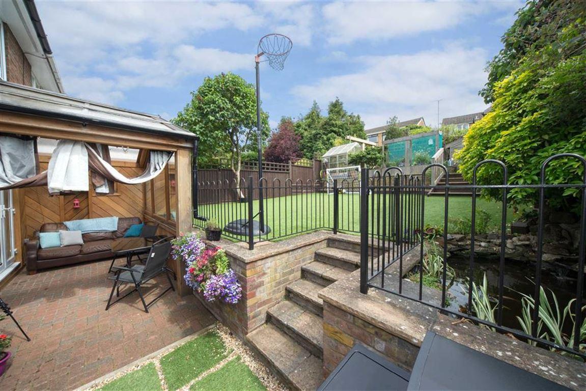 3 Bedrooms Semi Detached House for sale in Hilton Avenue, Dunstable, Bedfordshire, LU6
