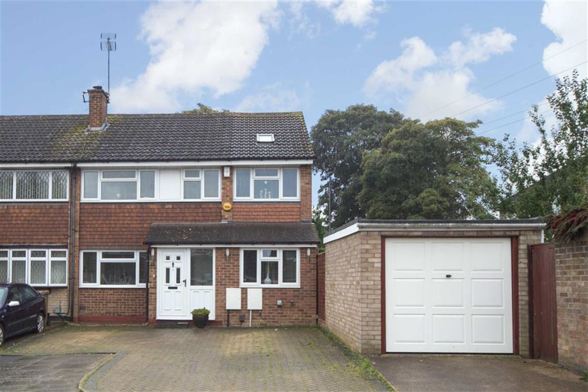 4 Bedrooms Semi Detached House for sale in Holgate Drive, Luton, Bedfordshire, LU4