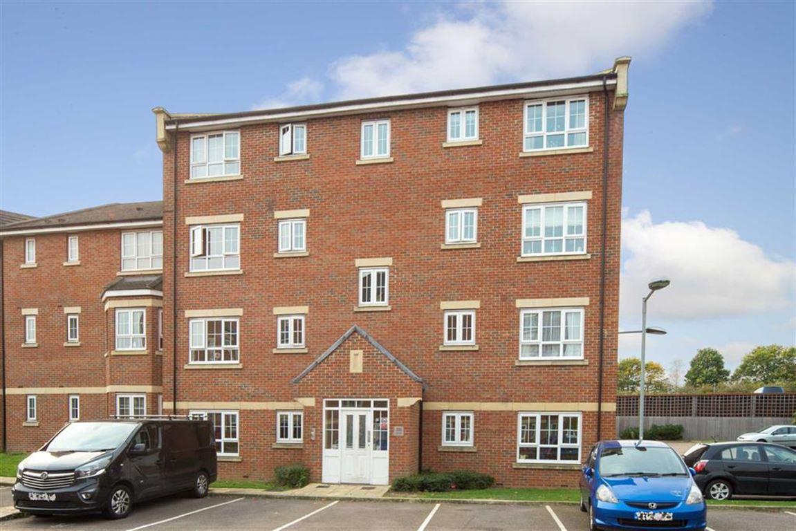 2 Bedrooms Flat for sale in Watling Gardens, Dunstable, Bedfordshire, LU6