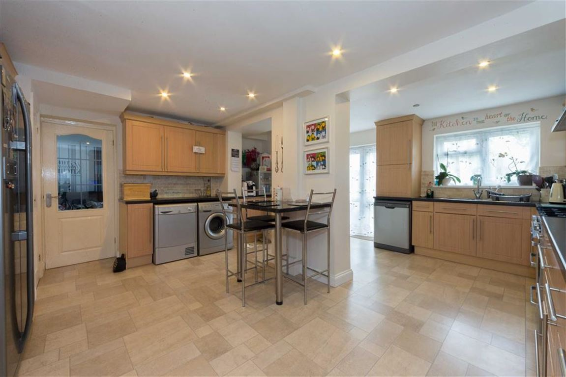 4 Bedrooms Semi Detached House for sale in Ullswater Road, Dunstable, Bedfordshire, LU6
