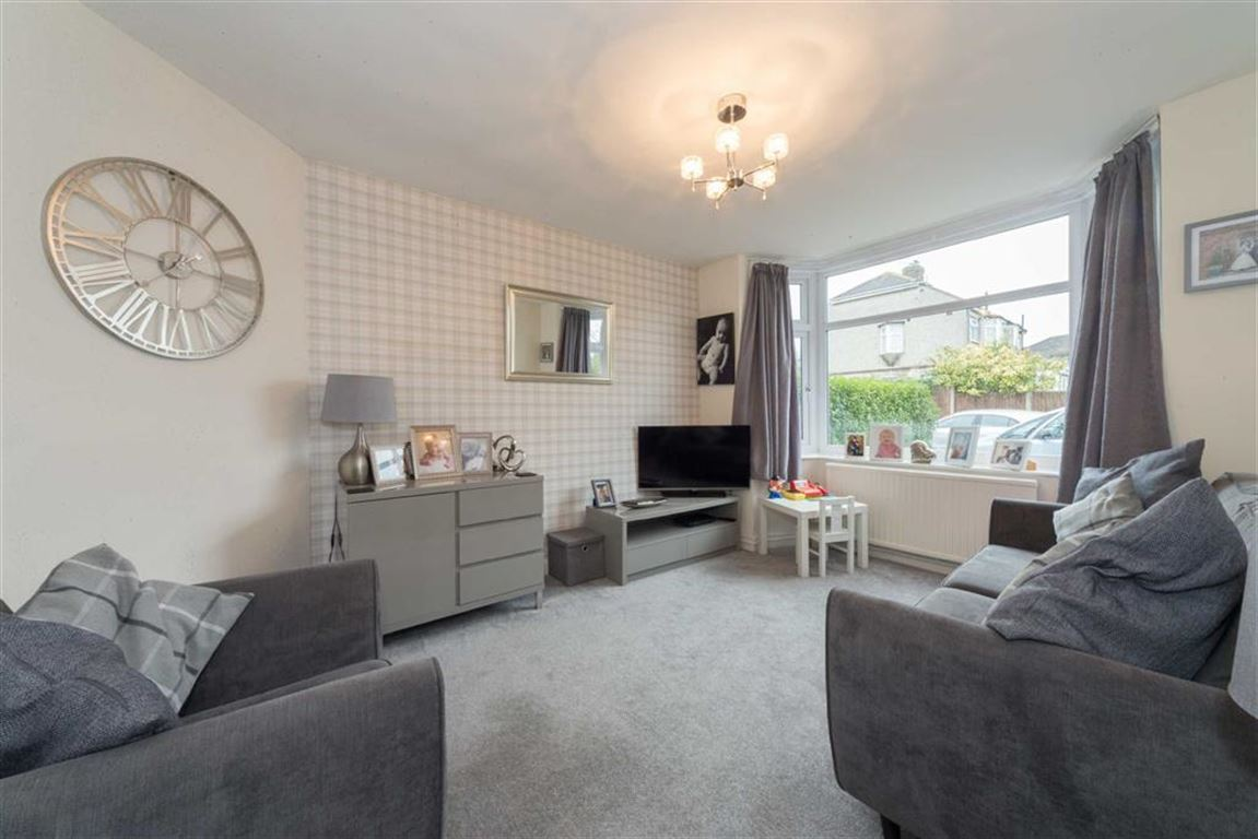 3 Bedrooms Terraced House for sale in Ridgeway Drive, Dunstable, Bedfordshire, LU5