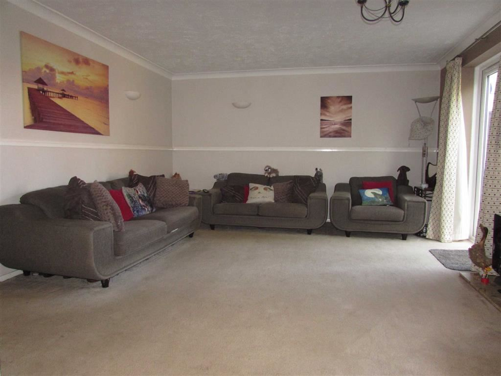 4 Bedrooms Semi Detached House for sale in Branton Close, Luton