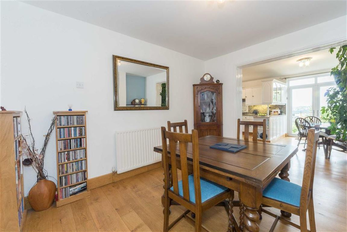 4 Bedrooms Semi Detached House for sale in Rutland Crescent, Luton