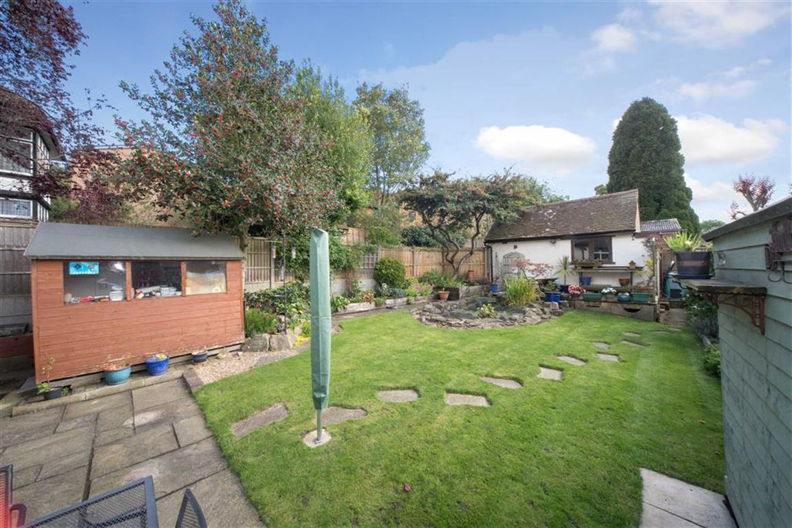 3 Bedrooms Semi Detached House for sale in Stockingstone Road, Luton