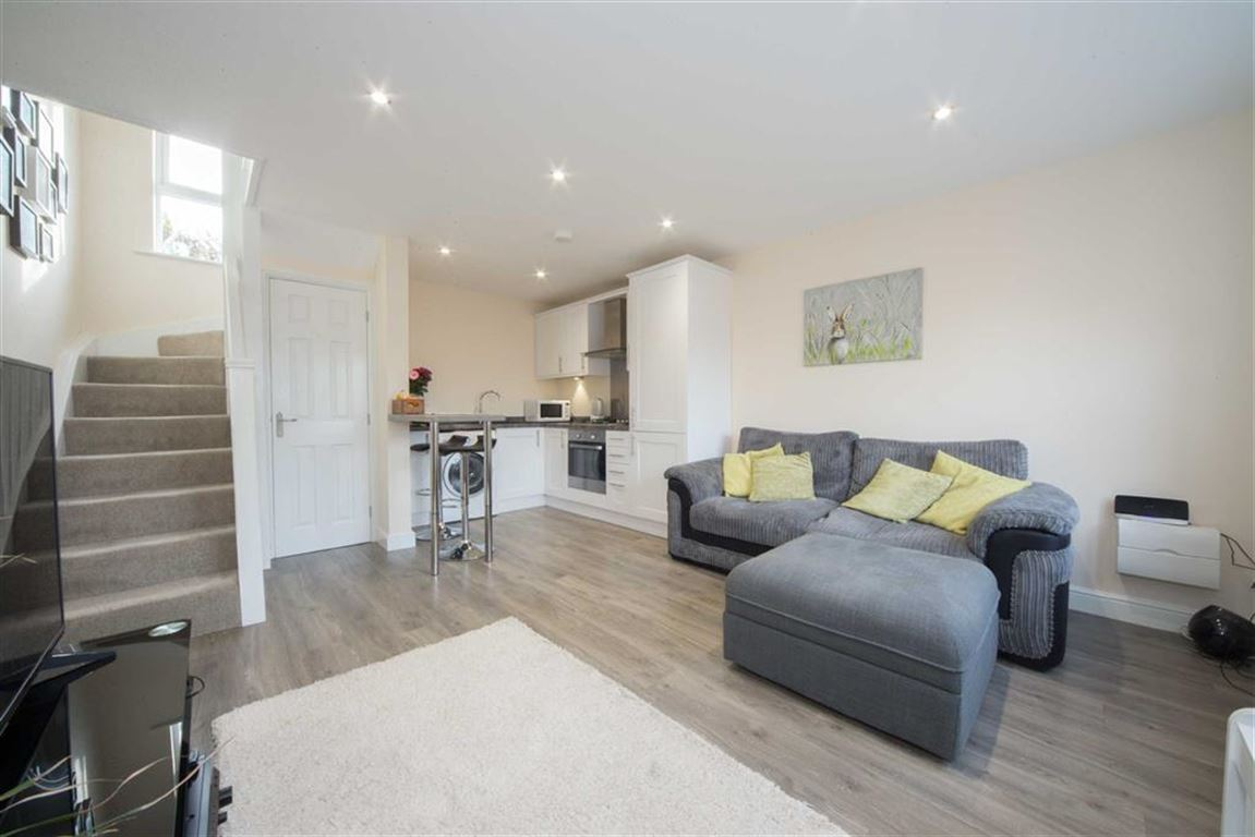 1 Bedroom End Of Terrace House for sale in Robin Hood Mews, Albert Road, Luton