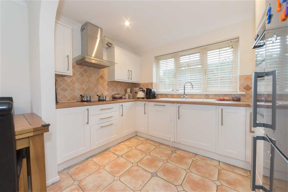 4 Bedrooms Detached House for sale in Sutherland Place, Luton