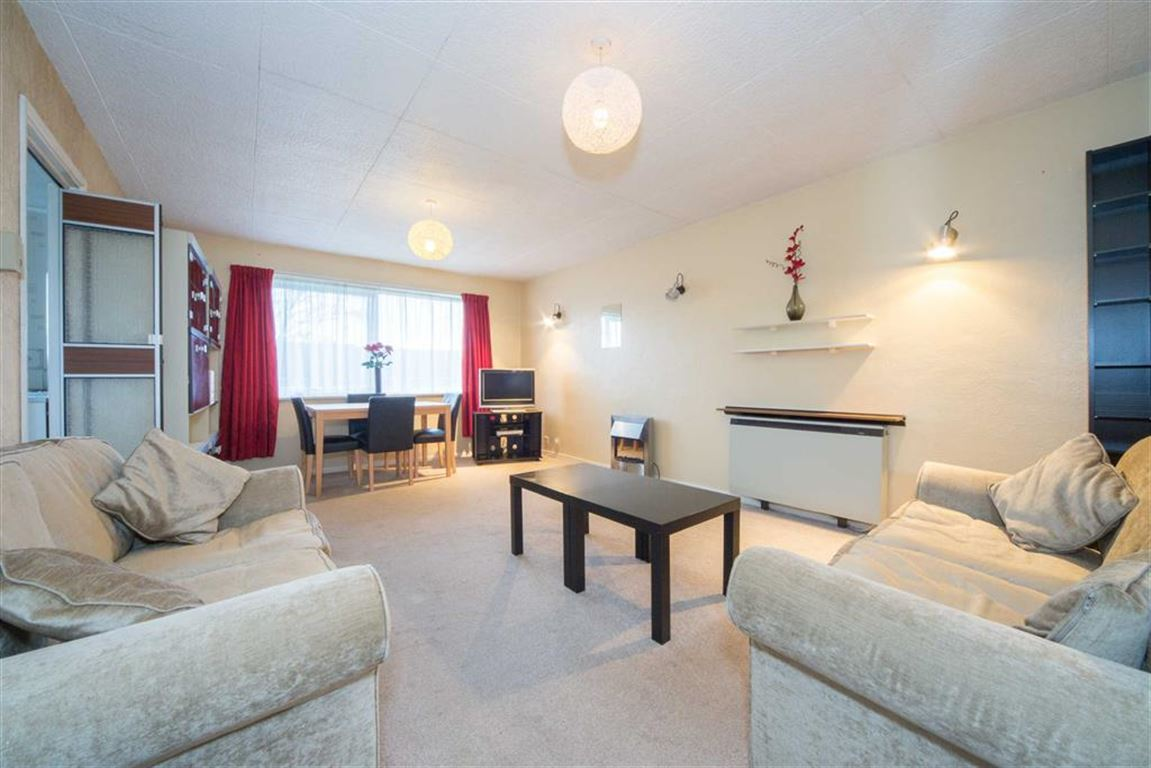 2 Bedrooms Flat for sale in The Shires, Old Bedford Road, Luton