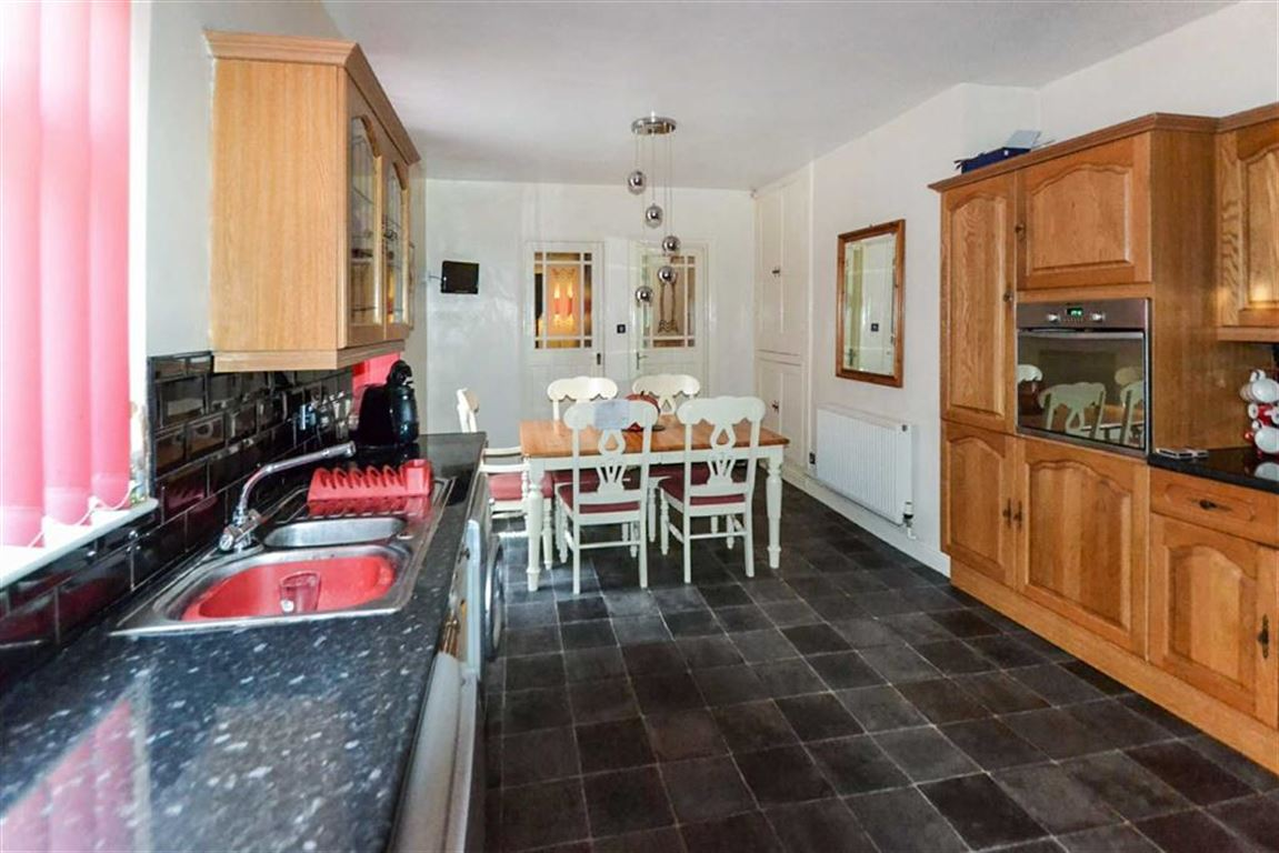 4 Bedrooms Property for sale in Spring Bank West, Hull