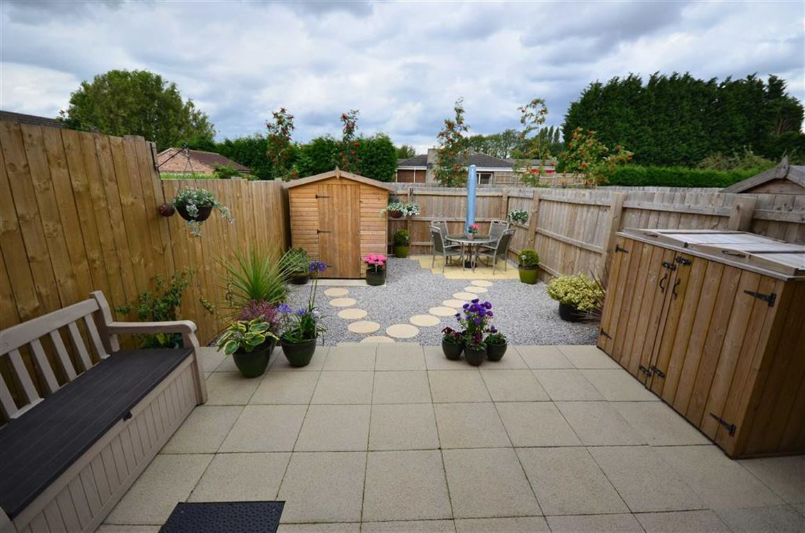 3 Bedrooms Property for sale in Wentworth Close, Gilberdyke, HU15