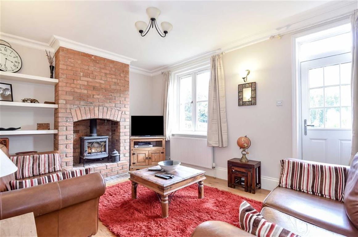 3 Bedrooms Cottage House for sale in Wroughton