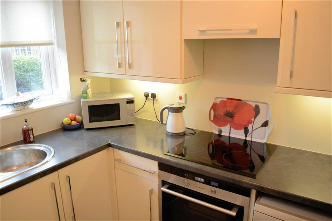 2 Bedrooms Terraced House for sale in Chestnut Road, Cawood, YO8