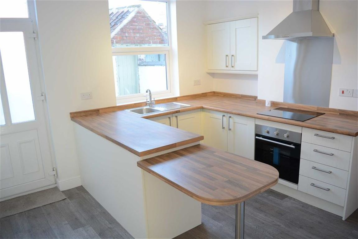 2 Bedrooms Terraced House for sale in Milton Place, Selby, YO8
