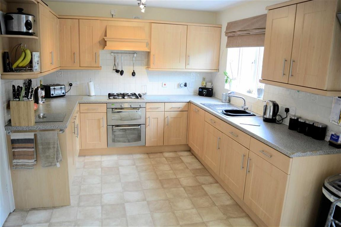 5 Bedrooms Detached House for sale in Linden Way, Thorpe Willoughby, YO8