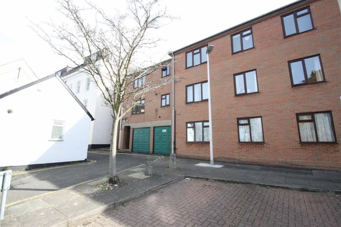 Savill Row, Woodford Green, Essex, IG8 0...