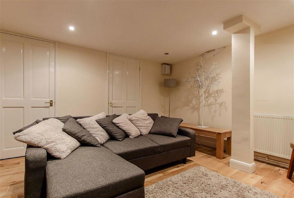 3 Bedroom Terraced House For Sale - Image 8