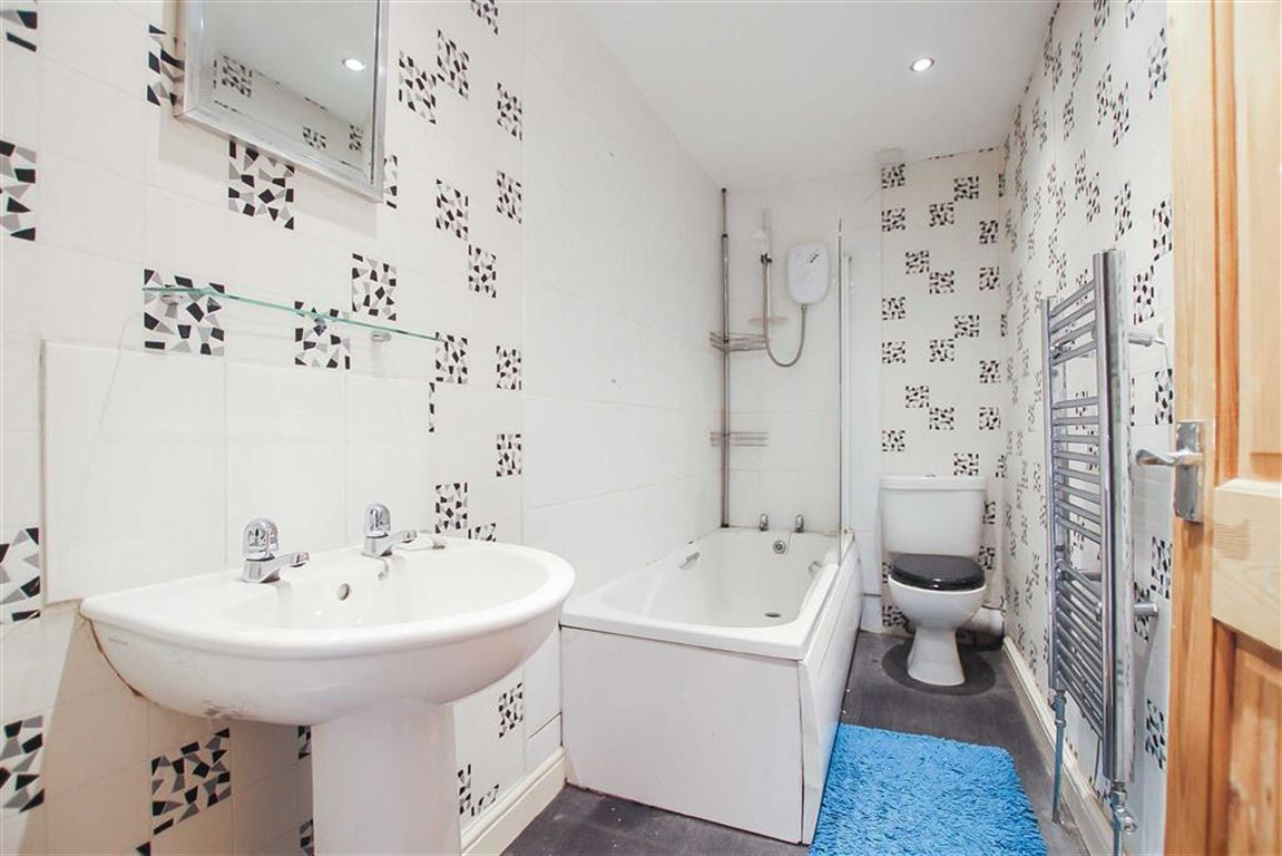 2 Bedroom Terraced House For Sale - Image 9