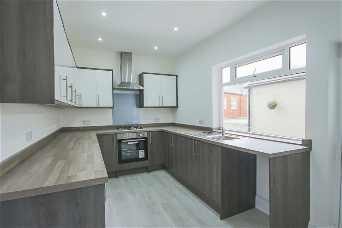 4 Bed End Terrace House For Sale - Main Image