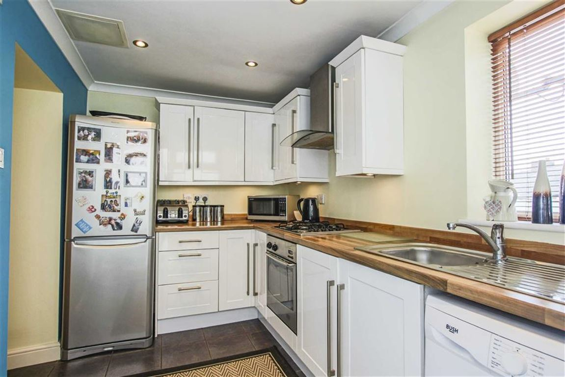 2 Bedroom Terraced House For Sale - Image 3