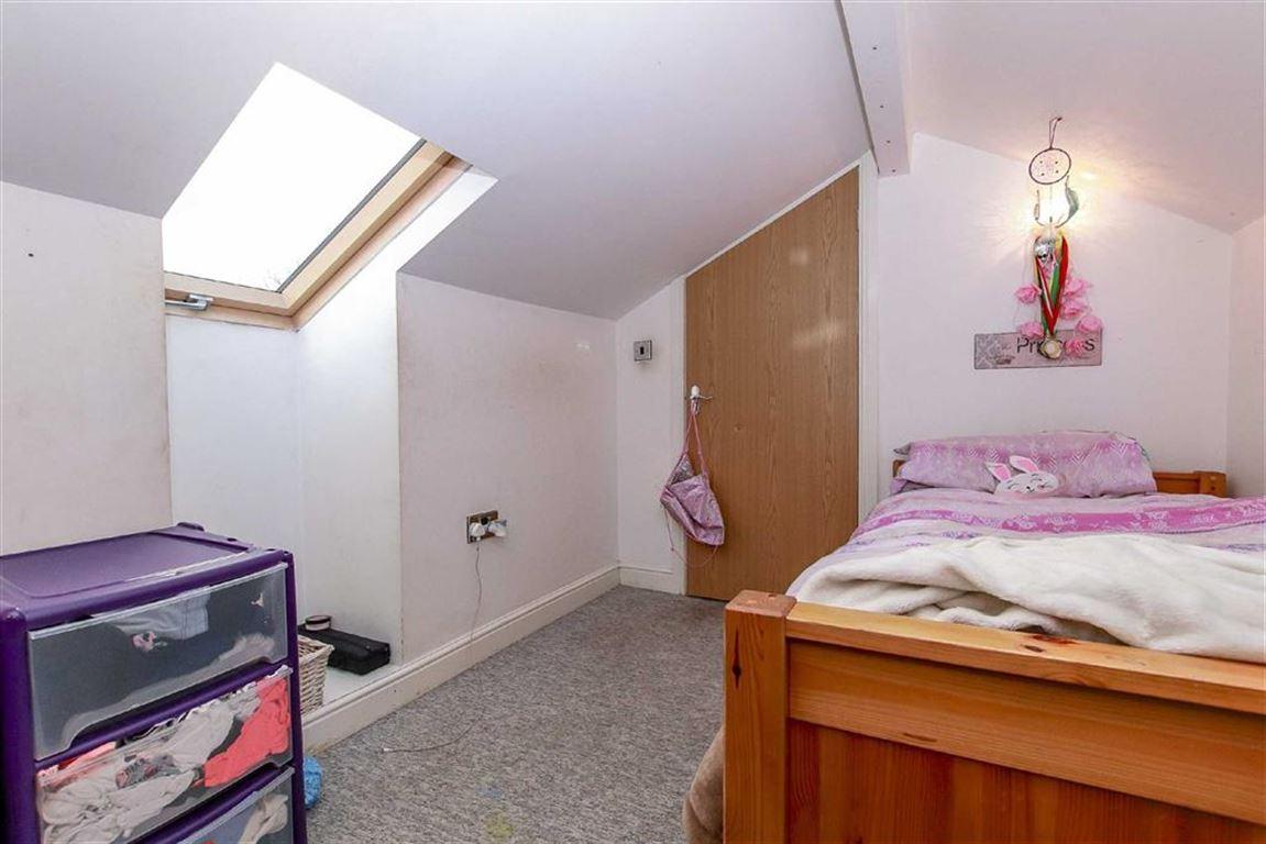 4 Bedroom Dormer Detached Bungalow For Sale - Image 12