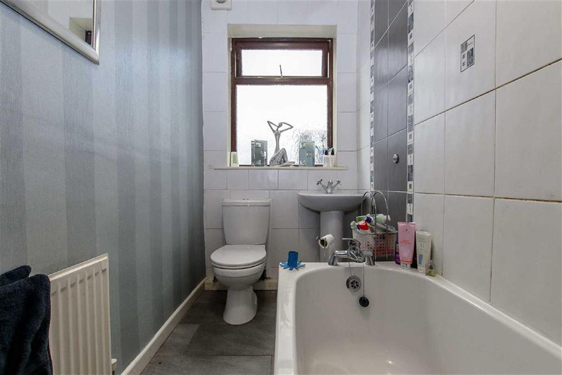 4 Bedroom Dormer Detached Bungalow For Sale - Image 10