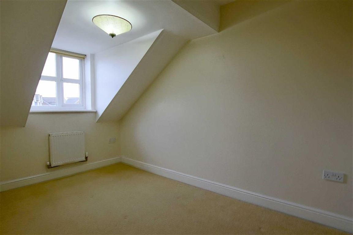4 Bedroom Townhouse House For Sale - Image 7