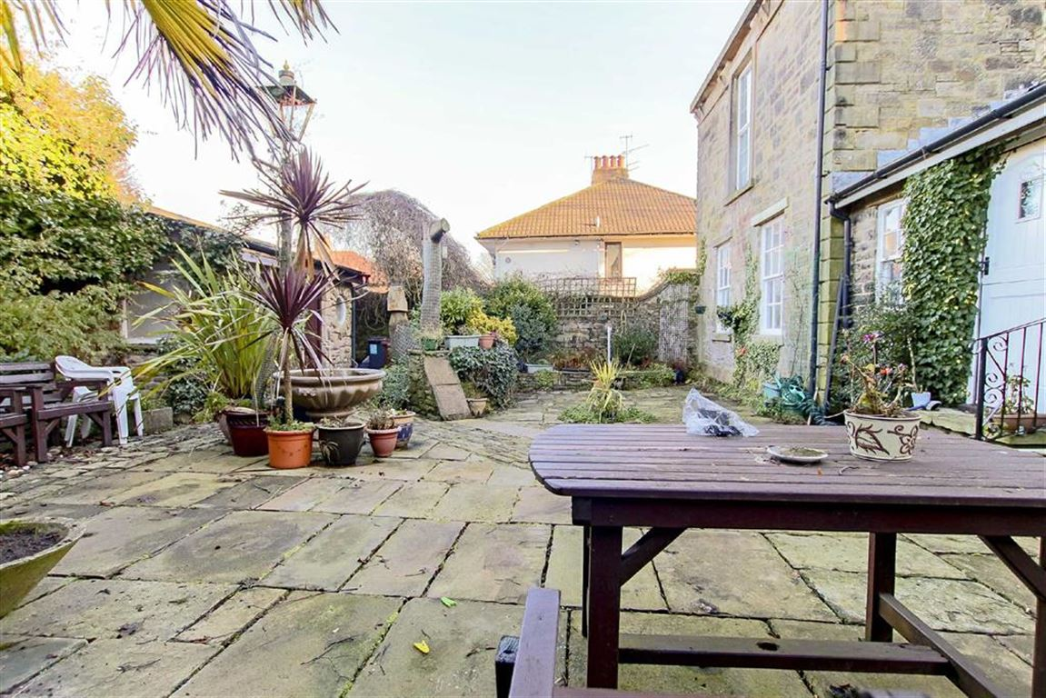 4 Bedroom Coach House For Sale - Image 14