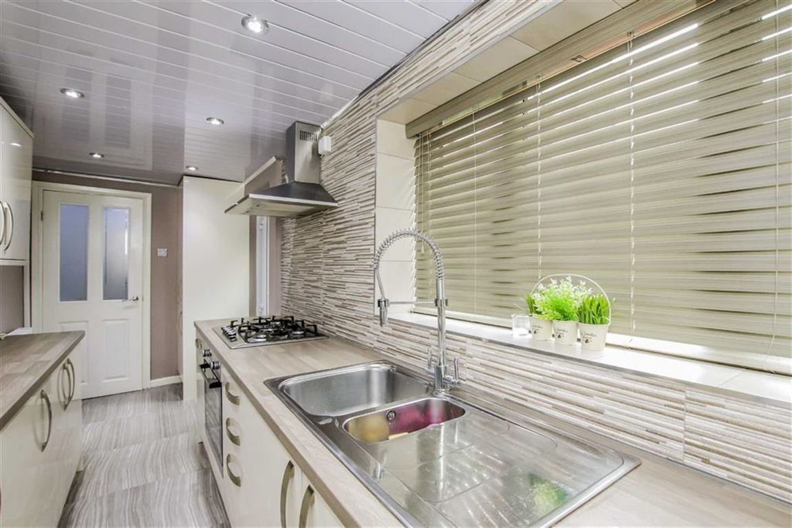 3 Bedroom Mid Terrace House For Sale - Image 20