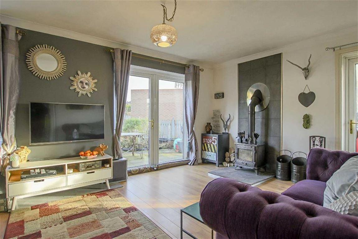 4 Bedroom Detached House For Sale - Main Image