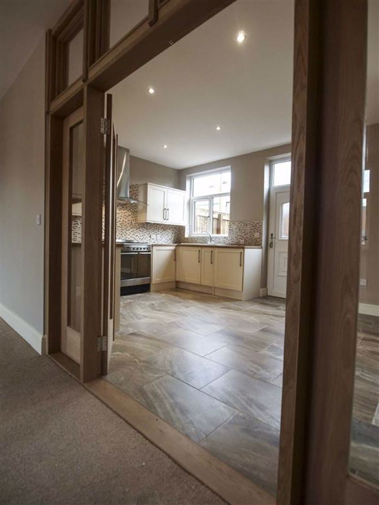 3 Bedroom Mid Terrace House For Sale - Image 17