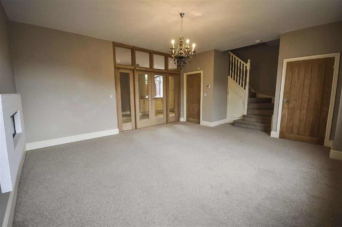 3 Bedroom Mid Terrace House For Sale - Image 10