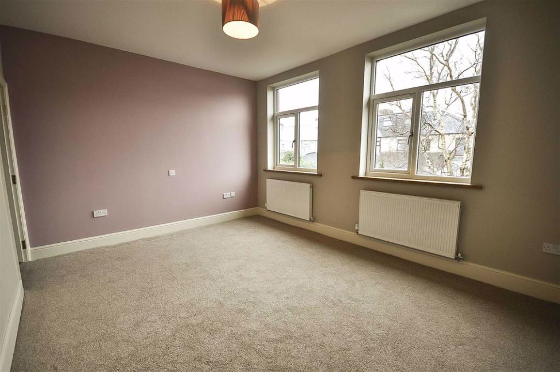 3 Bedroom Mid Terrace House For Sale - Image 7