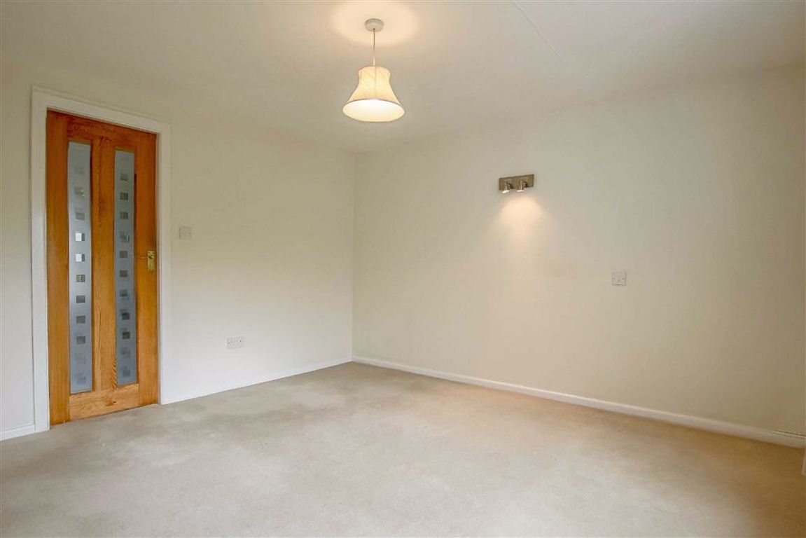3 Bedroom Apartment For Sale - Image 9