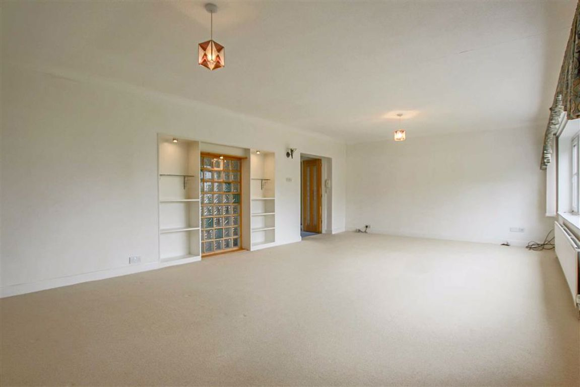 3 Bedroom Apartment For Sale - Image 3