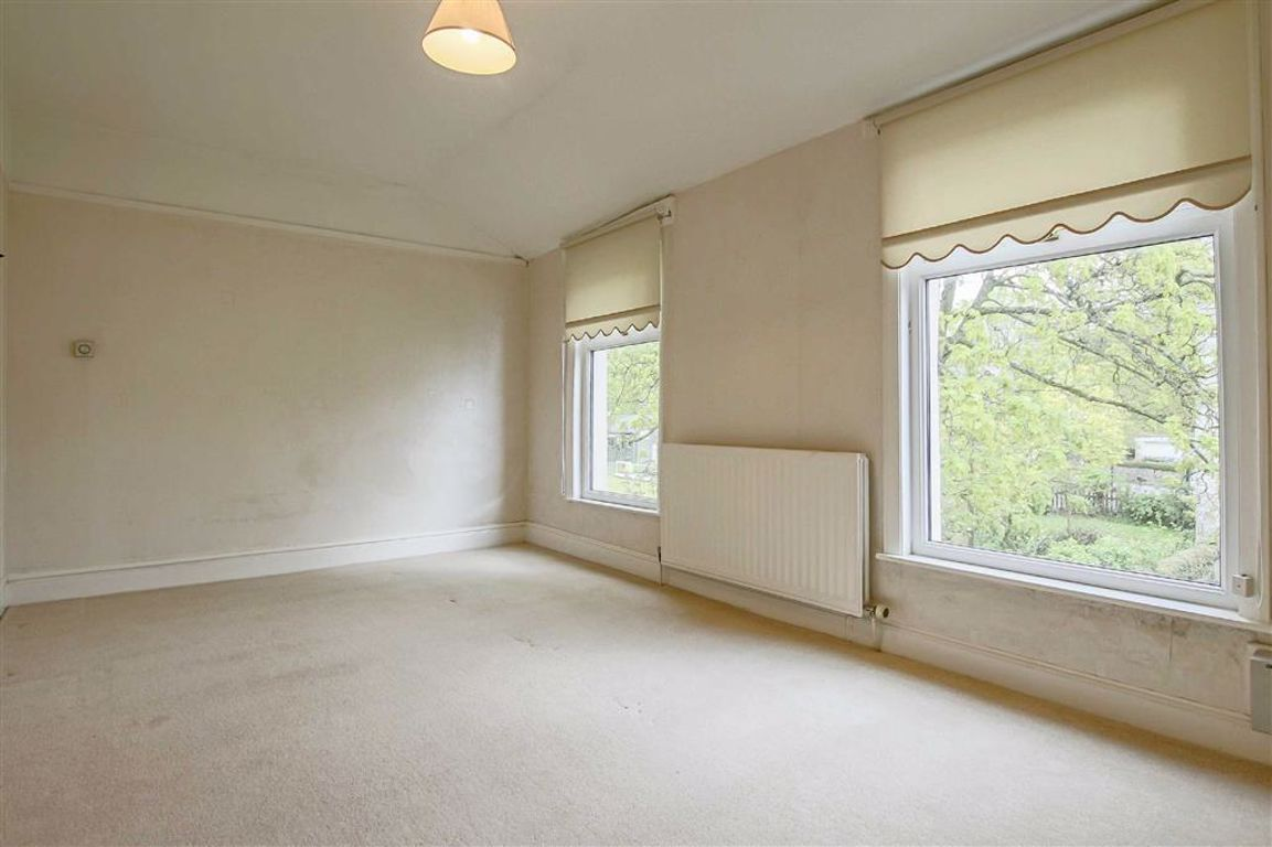 3 Bedroom Apartment For Sale - Image 5