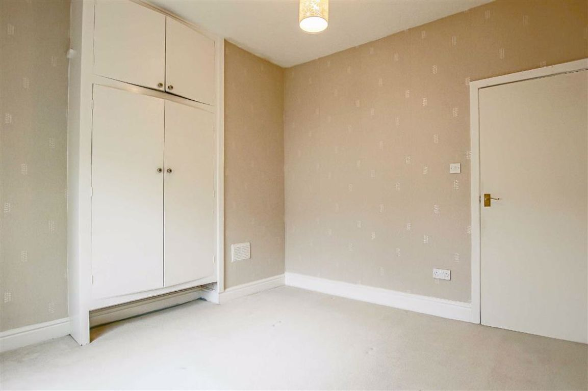 3 Bedroom Apartment For Sale - Image 6