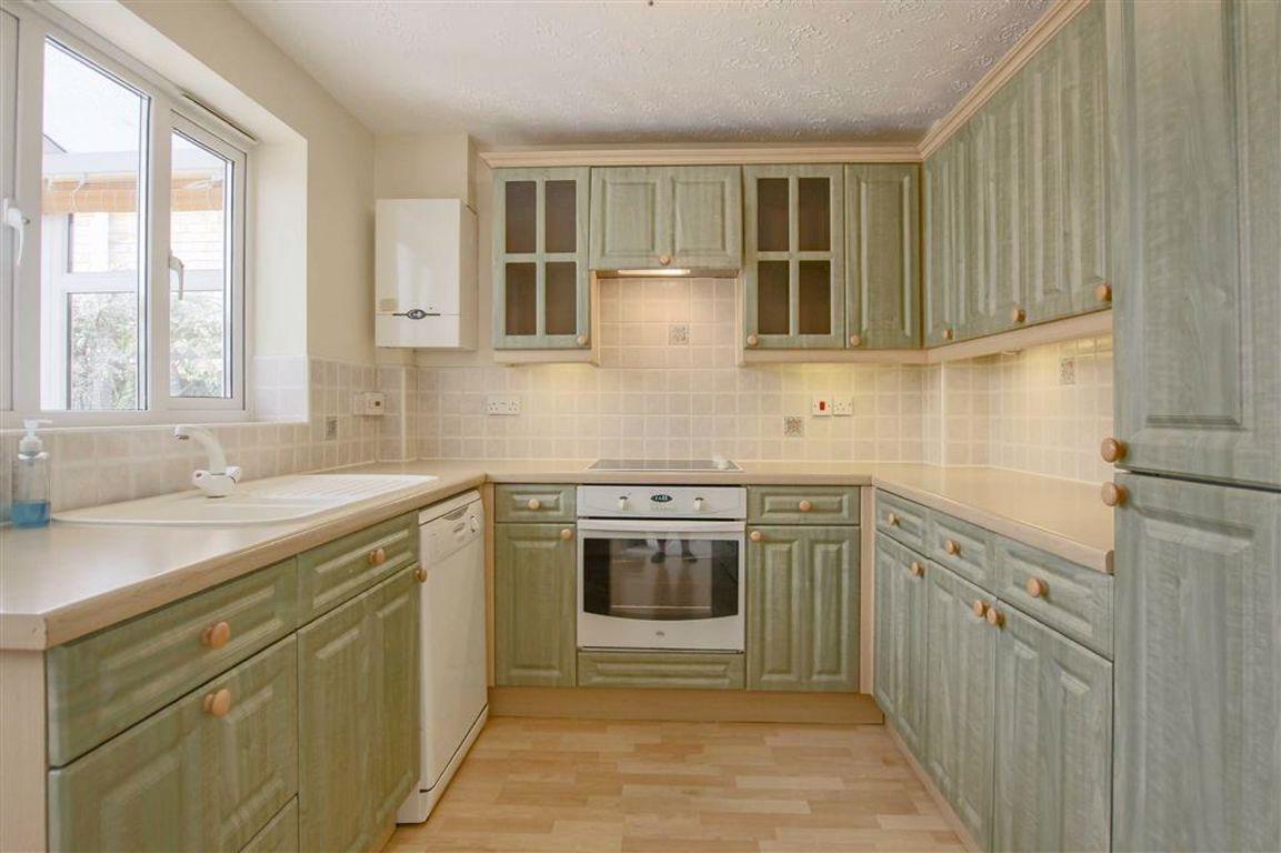 3 Bedroom Detached House For Sale - Image 2