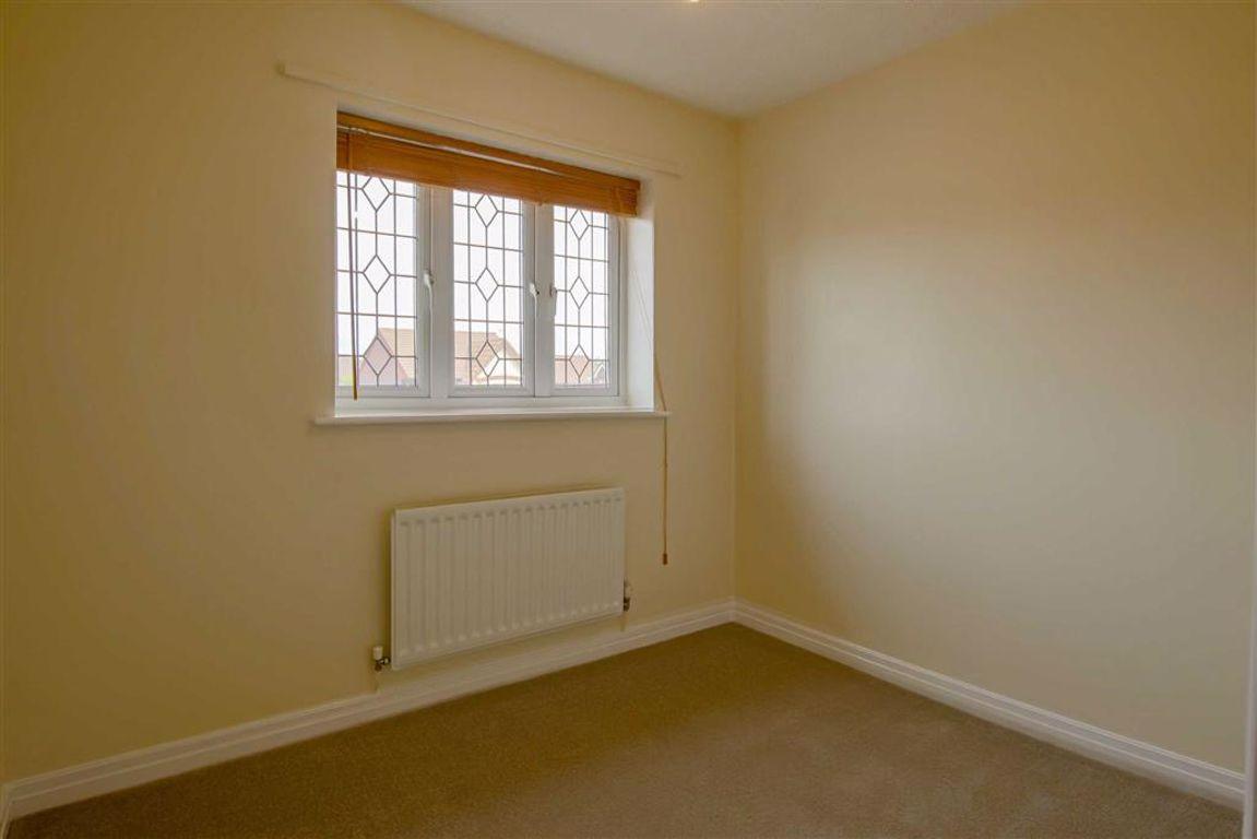 3 Bedroom Detached House For Sale - Image 8